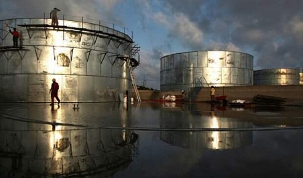 Меньше ожиданий выросли занеделю запасы нефти вСША