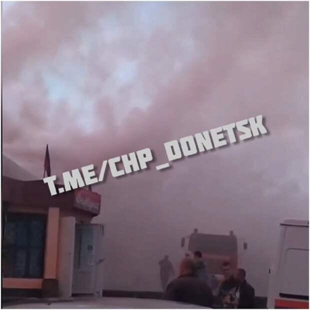 В Донецке из-за удара молнии горел шиномонтаж