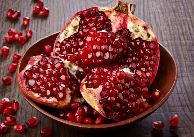 Действие граната на организм: кому нельзя употреблять фрукт, кому можно