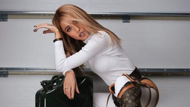 Надя Дорофеева в кислотном мини-платье блеснула на престижной премии (ФОТО)