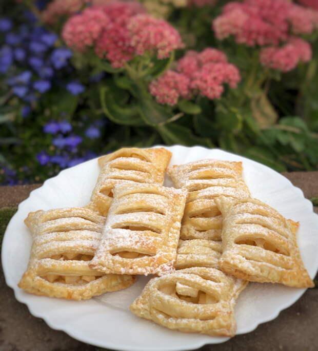 Слоёное тесто + яблоки = вкуснятина к чаю фактически без затрат времени и денег