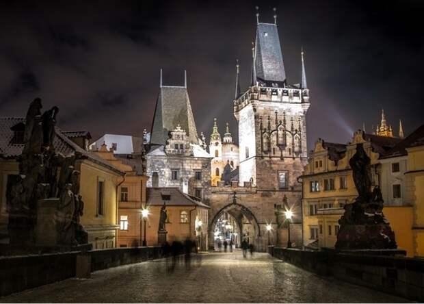 Россия объявила о высылке 20 сотрудников чешской дипмиссии и на сборы им дали несколько часов