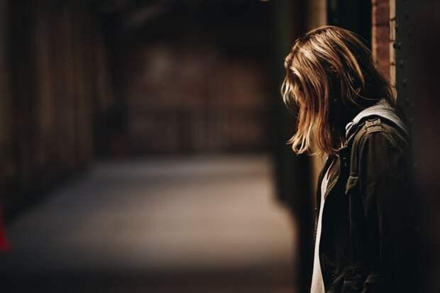 «Он просил меня потерпеть». Монолог женщины, которую в 16 лет изнасиловал отец