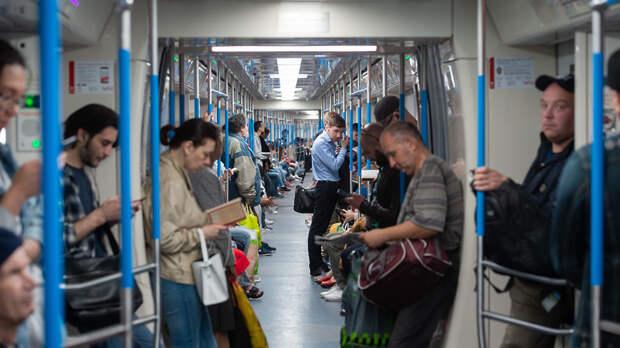 Поезда перестали делать остановки на станции метро «Полянка» по требованию полиции