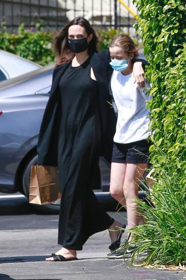 Чёрный цвет как состояние души: Анджелина Джоли вновь в нуарном образе