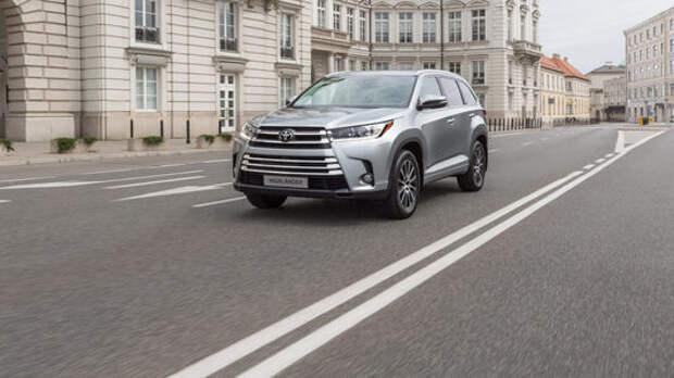 Toyota снизила в России цены на кроссовер Highlander