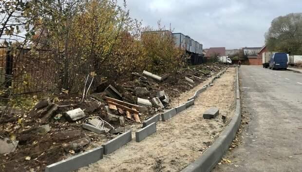 Тротуар начали возводить у строящейся школы в Климовске