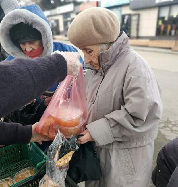 Голод и смерть: беднота Севастополя осталась без социальных обедов