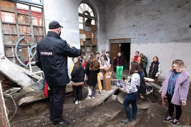Томских художников, которых задержали 1 мая, выгоняют из арт-пространства