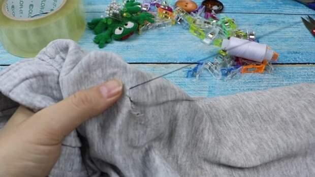 Как незаметно зашить дырку на одежде. Простой и хитрый способ