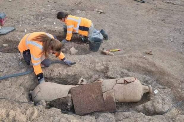 40 скелетов в гигантских кувшинах найдены в некрополе Корсики
