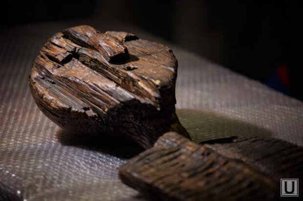 Шигирский идол в Краеведческом музее. Екатеринбург, шигирский идол