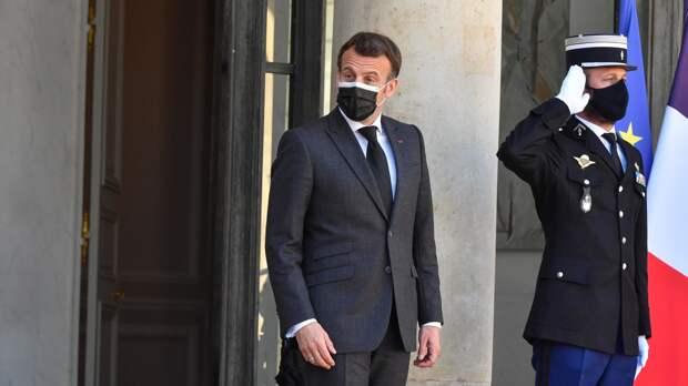 Во Франции задержали злоумышленника, ударившего президента по лицу