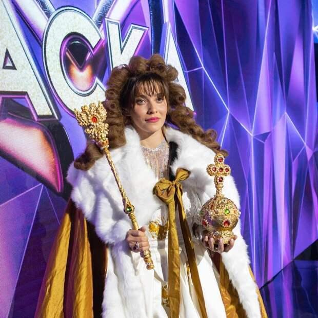 Эпатаж или стиль? Яркие наряды Регины Тодоренко на шоу «Маска»
