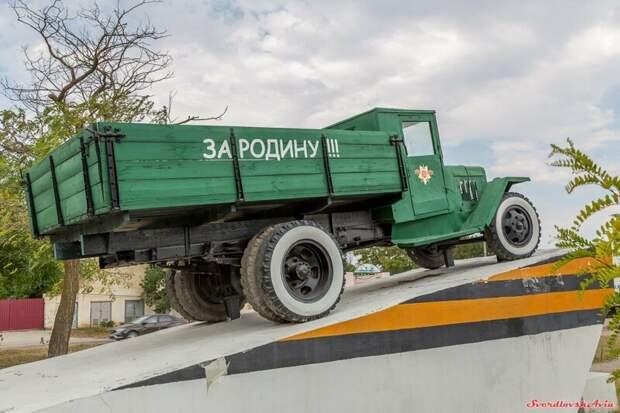 Труженик фронтовых дорог. УралЗиС