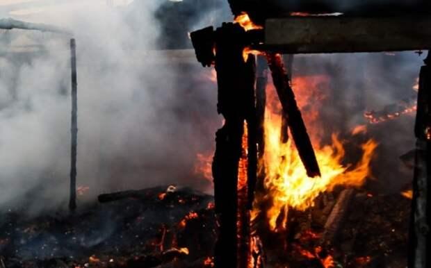 После мощного пожара в Угре десятки людей стали погорельцами (ВИДЕО)