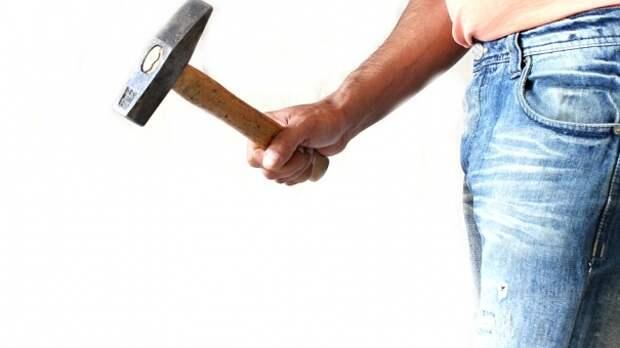 Пьяная ссора: в Красноперекопске мужчина избил сожительницу молотком
