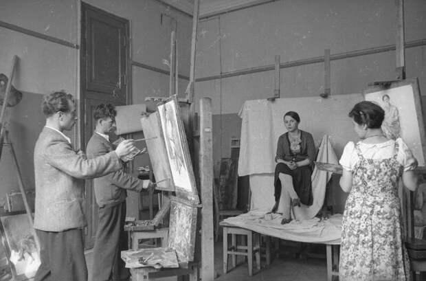Студенты-художники в мастерской Иван Шагин, 1935 - 1940 год, МАММ/МДФ.