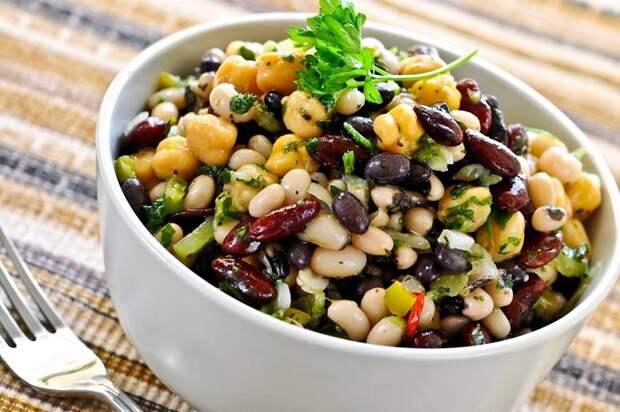 Из фасоли получается очень вкусный салат. / Фото: all-dieta.ru