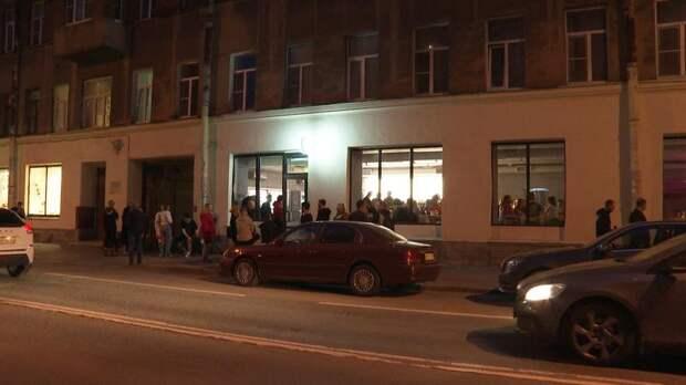 «Ад какой-то»: вечеринки в петербургском баре лишили сна ребёнка-инвалида