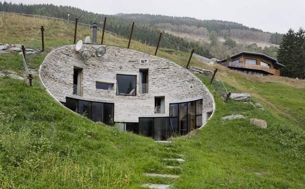 Villa Vals - вилла, вырытая в холме.