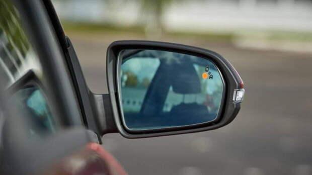 Новая Lada Vesta может получить систему контроля слепых зон