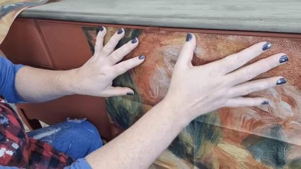 Для того, чтобы рисунок получился целостным, лучше сделать распределение узора на сухом материале.   Фото: cpykami.ru.