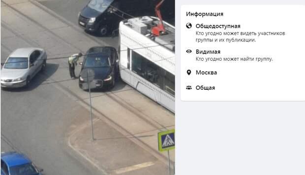 На улице Кулакова столкнулись трамвай и «Ауди»