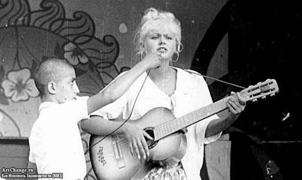 Натали (Наталья Рудина) в молодости, до известности с гитарой