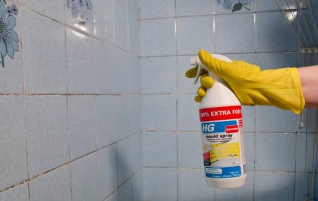При работе с отбеливателями и сильнодействующими средствами надевайте перчатки, маску и очки / Фото: hg-product.ru