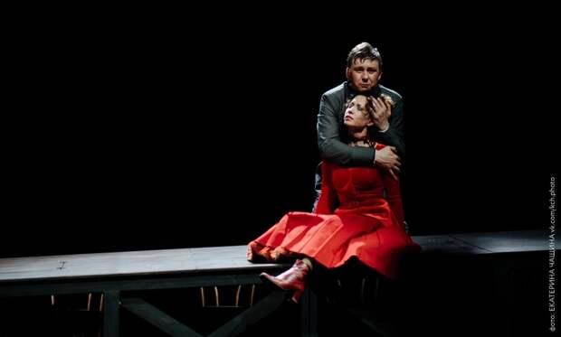 Страсти Митины: вархангельском драмтеатре сыграли спектакль обискуплении Карамазова