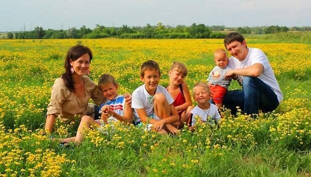 Многодетные семьи смогут подать заявление на получение участка в любом МФЦ Подмосковья