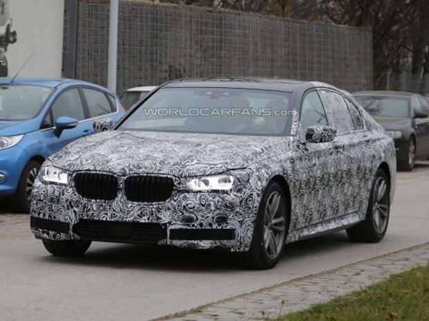 Рассматриваем обновленные «трешки» и новую «семерку» BMW