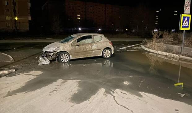 ВОрске врезультате ДТП автоледи сломала дорожный знак