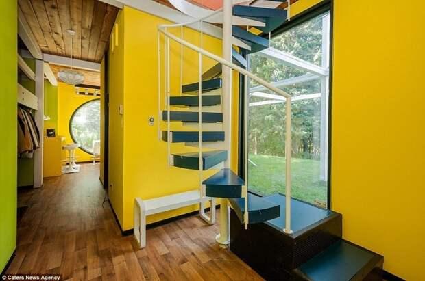 В Канаде продается очень необычный дом, построенный в 70-х годах архитектор, архитектура, винтовая лестница, дом, канада, недвижимость, необычный дизайн, необычный дом