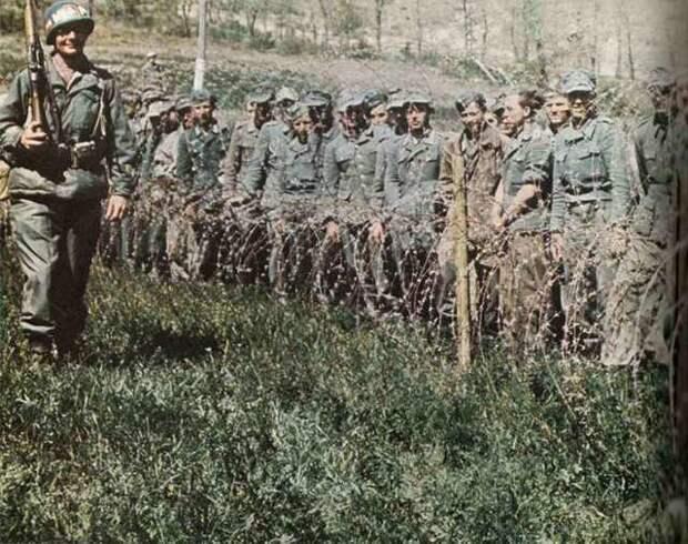 Deutsche Kriegsgefangene in US-Gefangenschaft.jpg