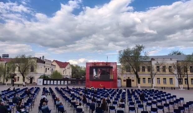 В центре Оренбурга заработал кинотеатр под открытым небом