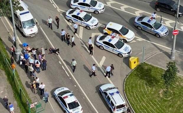 В Москве таксист открыл огонь по полицейским. Три человека ранены