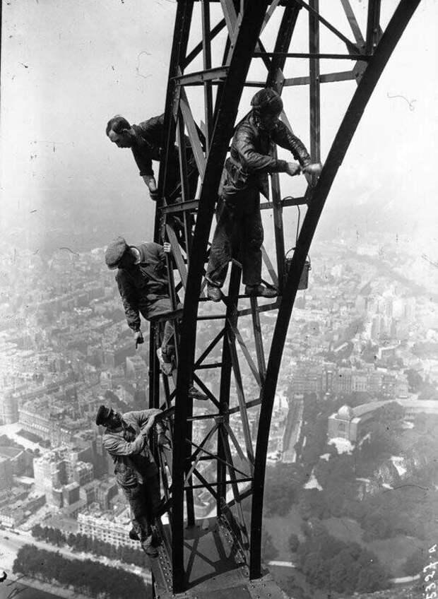 26. Покраска Эйфелевой башни в 1932 году