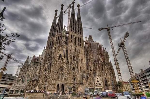 Незаконченный собор Гауди в Барселоне
