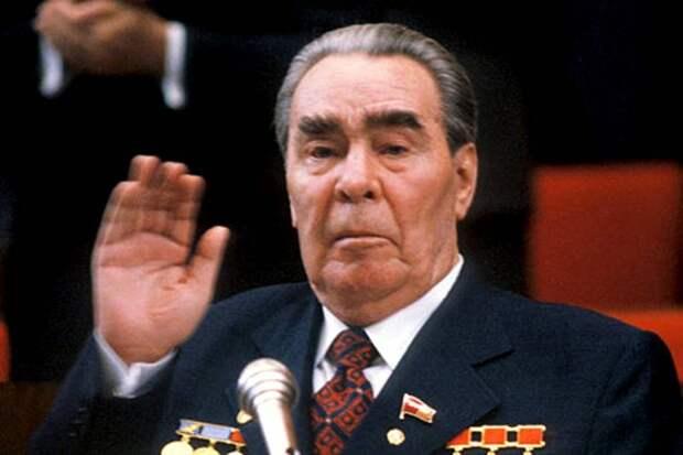А ведь он старее Брежнева: Америке с Байденом вспомнили иронию о «престарелых» советских генсеках