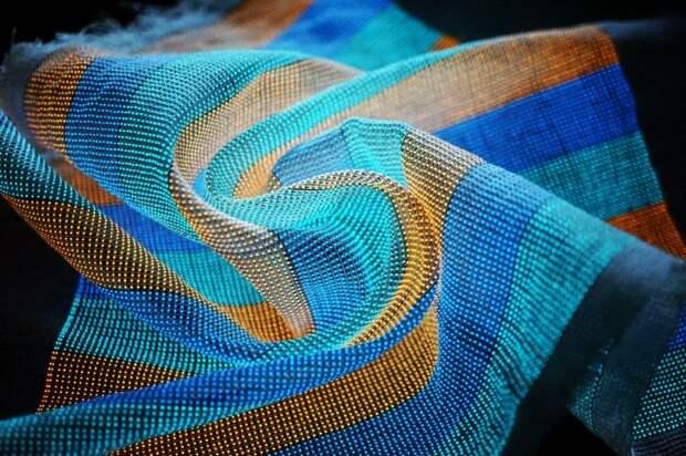 Говорящий шарф? Ученые разработали ткань для отображения сообщений