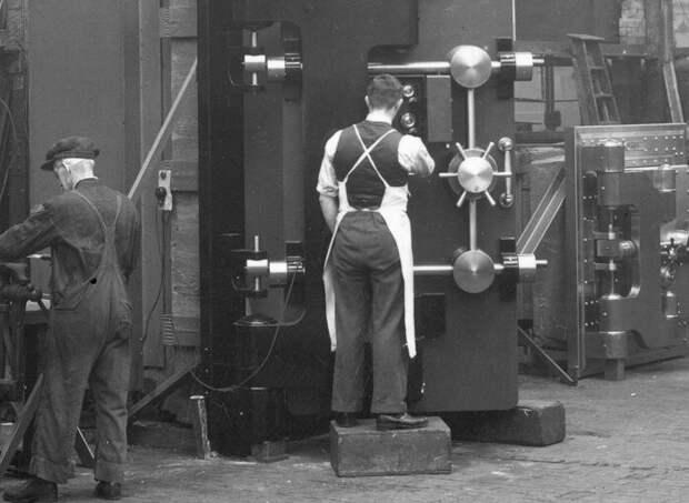 Изготовление сейфов Чабб, начало 50-х годов