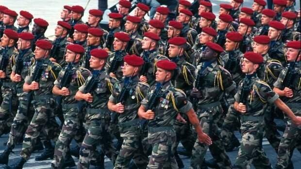 «Великая немая армия». Во Франции военные предупредили Макрона о гражданской войне