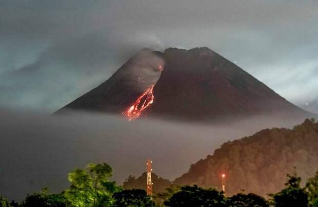 Фото дня: Мерапи ― самый активный вулкан Индонезии