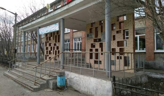 Учителя задержали подозреваемого впедофилии мужчину вшколе Екатеринбурга