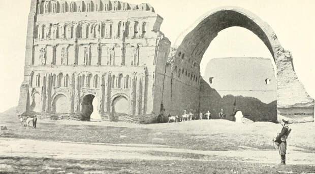 Ктесифон Ирак С 570 до 637 года нашей эры Ктесифон являлся самым крупным городом во всем мире. Столица сасанидов не выдержала испытания временем, и сегодня о былом величии напоминает разве что дворец Таки-Кирса, летняя резиденция династии Сасанидов.