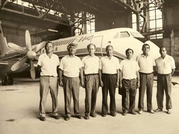 выкатка самолета, ил-114, турбовинтовой самолет