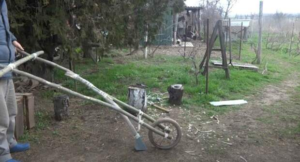 Идея для дачи: как сделать простейший колесный бороздовик