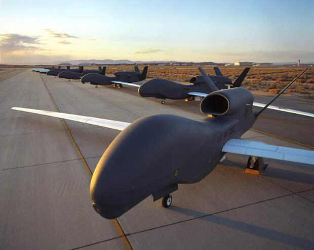 Беспилотники RQ-4 Global Hawk flightglobal.com - Global Hawk станет носителем боевых лазеров | Военно-исторический портал Warspot.ru